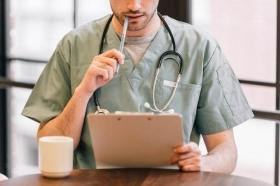 【歯科医師のトリビア】勤務医は労働者なのか。それとも委託事業者?