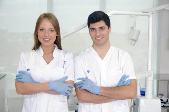 歯科医師の給料は『男性 / 女性』で差はでる?